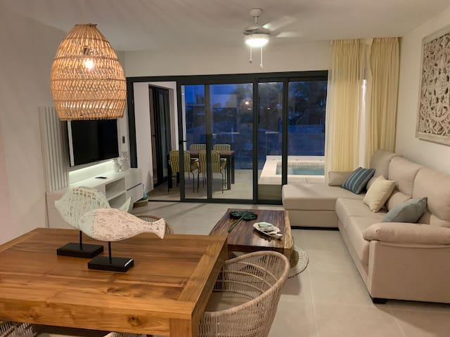 New Luxury Private Pool Apartment at the Beach !