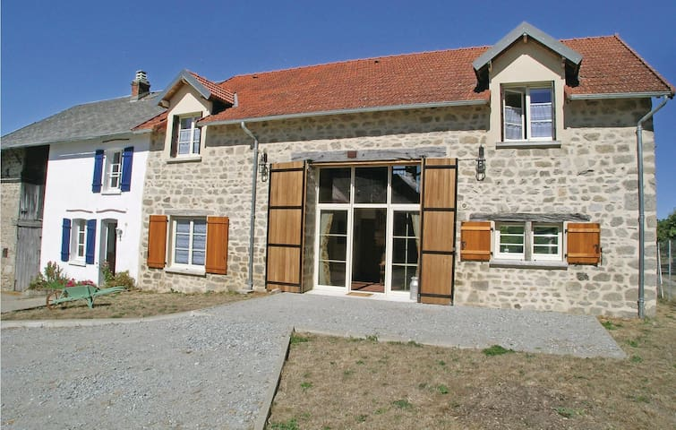Holiday cottage with 8 bedrooms on 215 m²