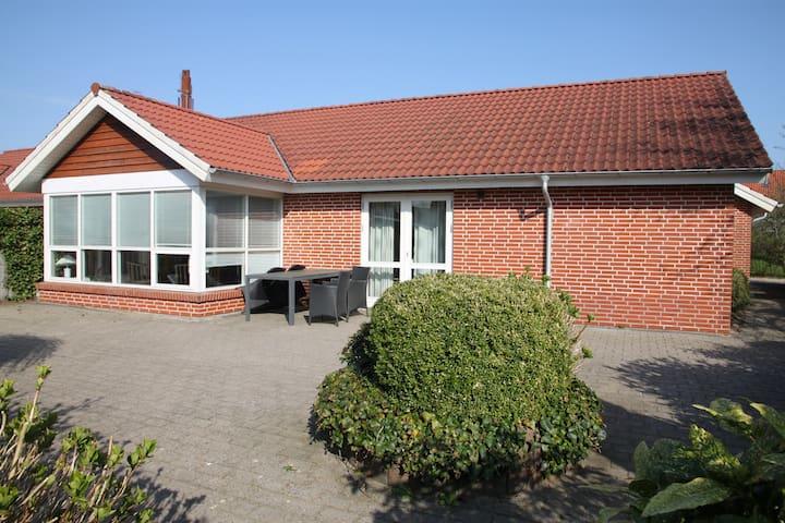 --Hel  hus i Varde  Centrum. (5 gæster