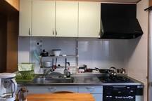 生ゴミはキッチンシンクにあるデスポーザーで処理します。