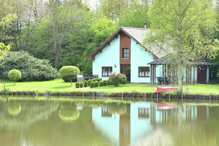 Le paradis des pêcheurs ! Maison simple au bord d'un immense étang, calme absolu