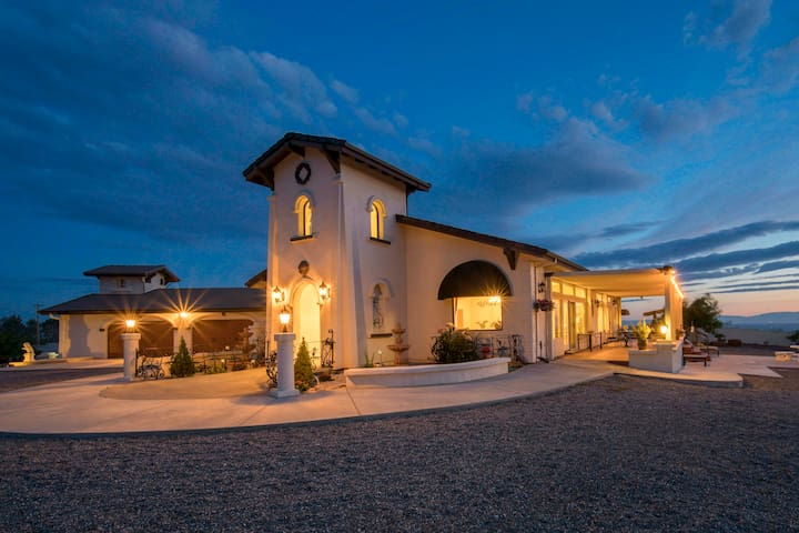 Paradise Home w/ Terrace ~13 Mi to Wineries!