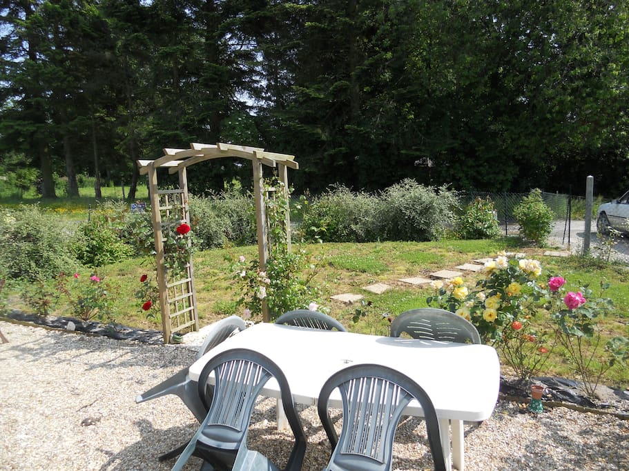 Jardin privatif, avec salon et bains de soleil, cloturé