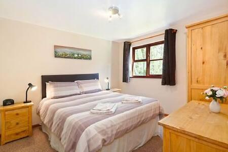 OAK 2 Bedroom Lodge