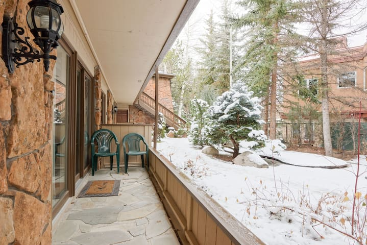 Cozy 2BR –300' from Slopes