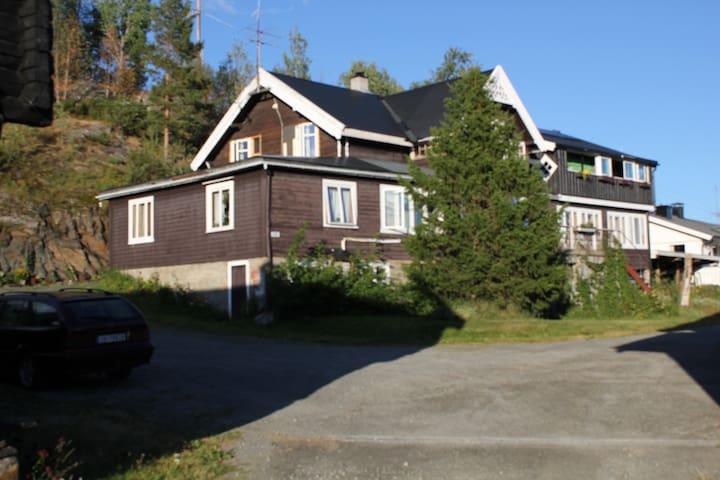 Eikre Fjellgaard Room 8