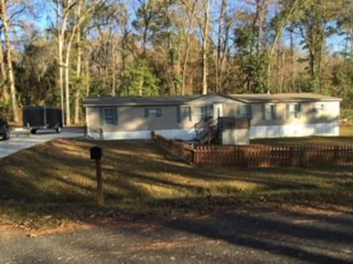 Large 3 bedroom home at lake seminole