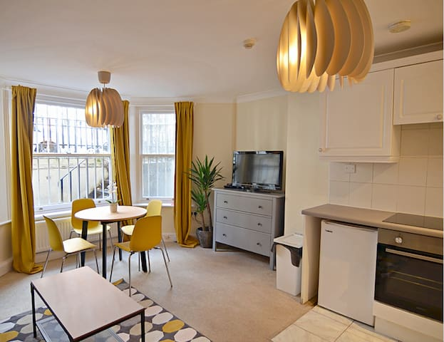 SOLID 1 Bedroom Apartment for 4 in NOTTING HILL