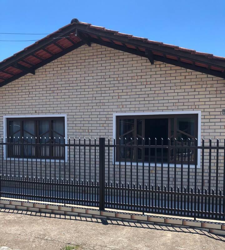 CASA DE PRAIA NO CENTRO DE BALNEÁRIO PIÇARRAS