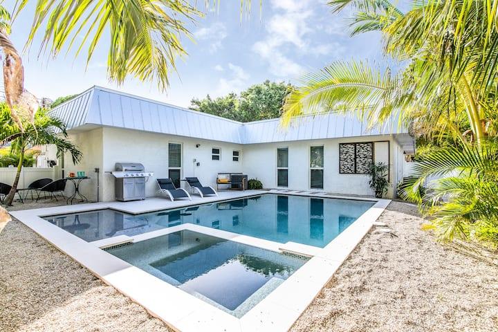 Indigo Tides - newly renovated 2 bd/2 ba duplex with pool!