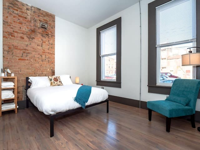 Safety Hideaway - Medical Grade Clean Condo - Heart of OTR- Unit 15