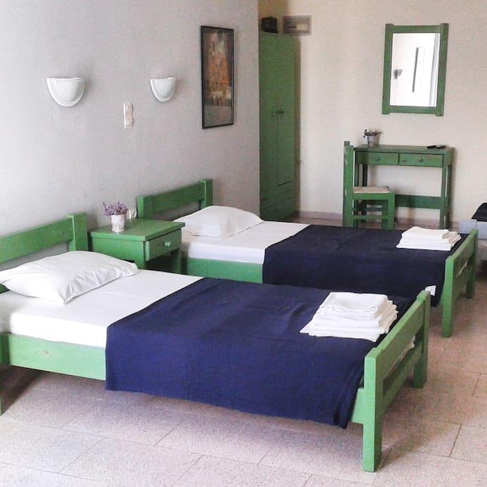 naousa singles Huur een appartement op naousa,  voor twee of vier personen, ideaal voor koppels, vrienden of een gezin: twee slaapkamers (een tweepersoonsbed, twee singles),.