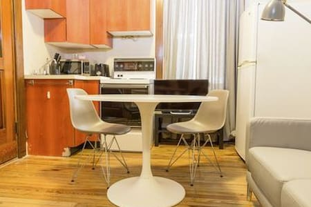 1 Bedroom Hide-Away in Heart of Downtown - Montréal - Appartamento