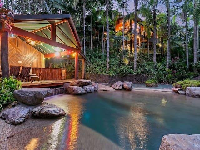 Tropical Paradise Getaway. 10% - 15% Discounts