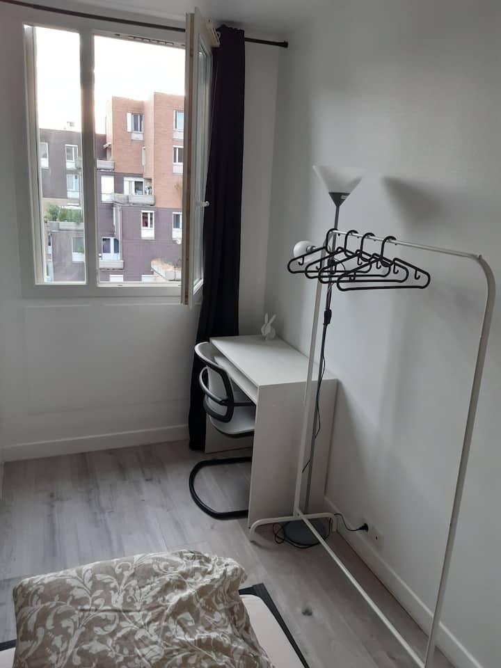 Appartement entier 76m2 meublé place mirroir Évry.