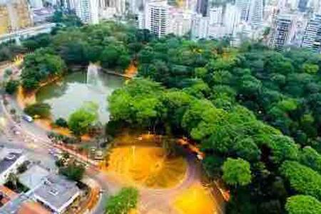 Suíte no Centro, Praça Civica e Bosque dos Buritis