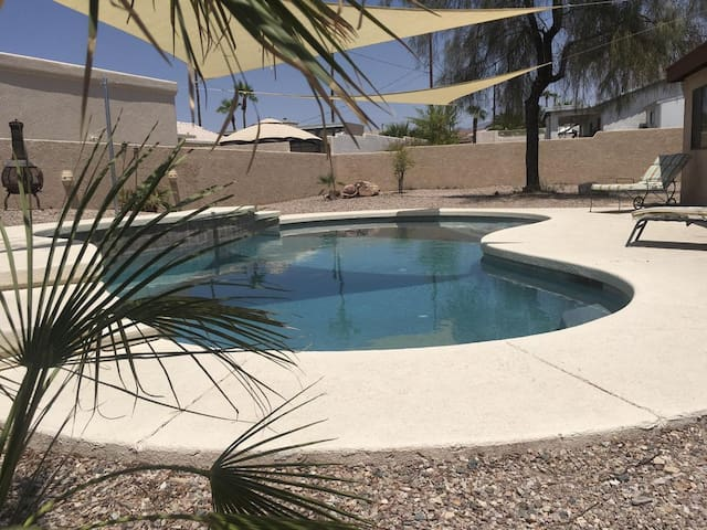SOUTH SIDE SERENITY POOL HOME WITH BOAT RENTAL
