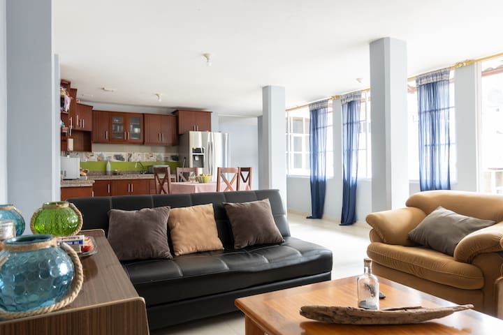 Comfy and cozy vacation apartment downtown