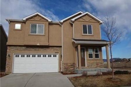 Decent, Safe and convenient for Individuals stay - Colorado Springs