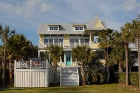 Perfect Oceanview Oasis (Isle of Palms)-APRIL $300 - Isle of Palms - Talo