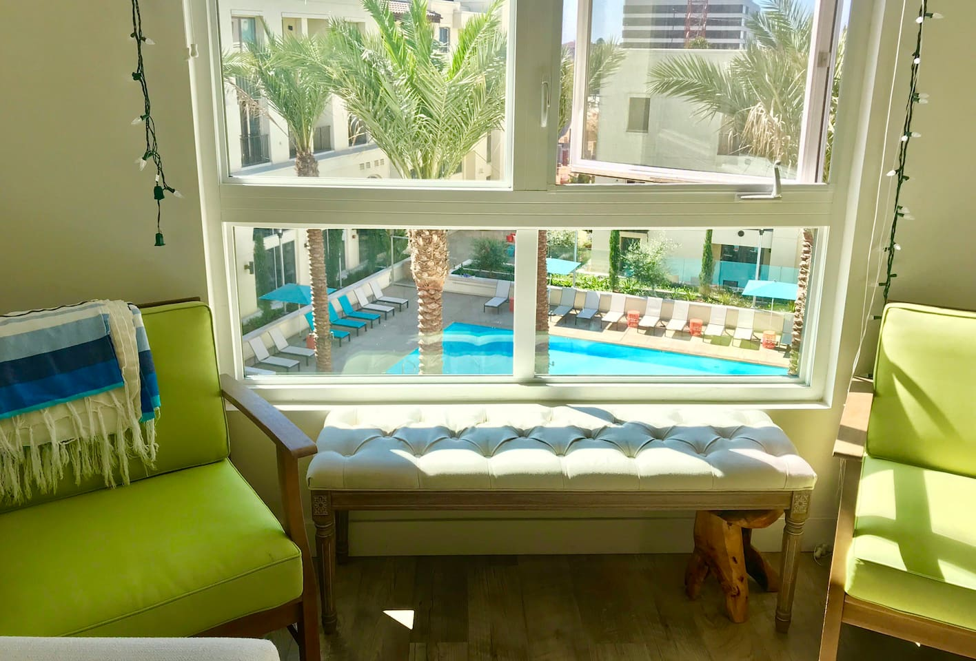Living room with pool and palmtree view