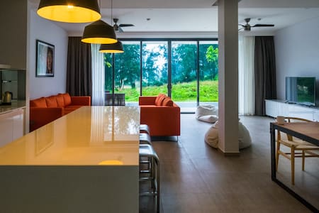 Elegant 5 bedrooms Villa on the Golf - Da Nang - 一軒家