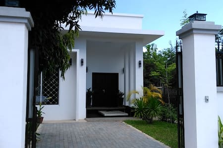 Modern White Villa: two bedrooms / near Angkor Wat - Krong Siem Reap