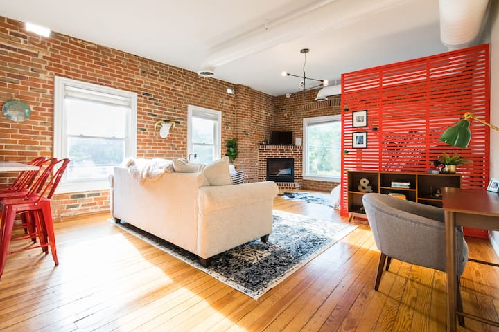 Beautifully Updated Loft In Historic Neighborhood