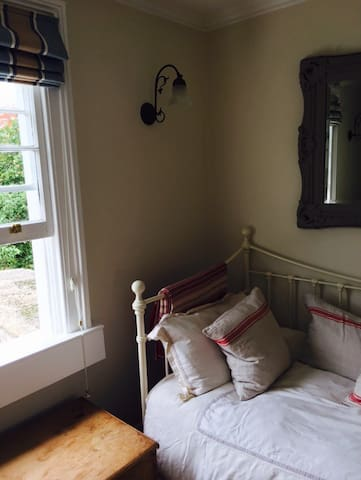 Bright airy single room in Bath - Combe Down - Casa