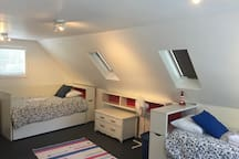 Upstairs to Sandbanker features two twin beds