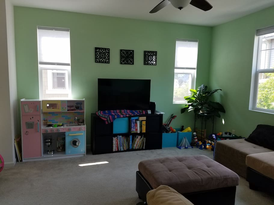 2nd floor: TV, kids books and toys