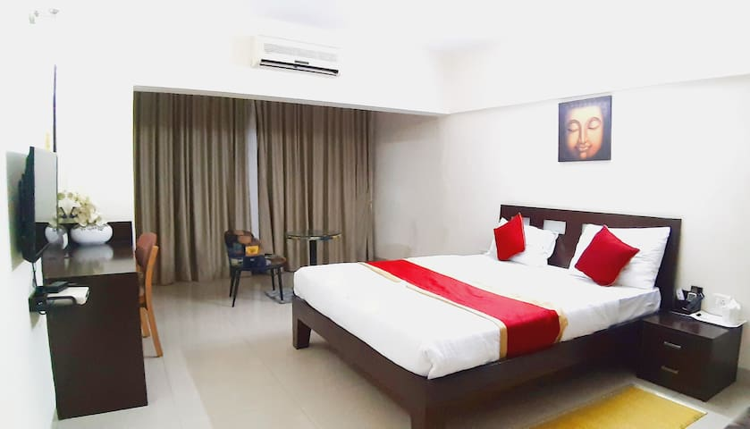 SmartStay Private DLX Room in Luxury Apts-MG Road