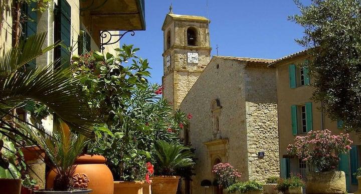 Joli studio dans maison de village près d'Aix