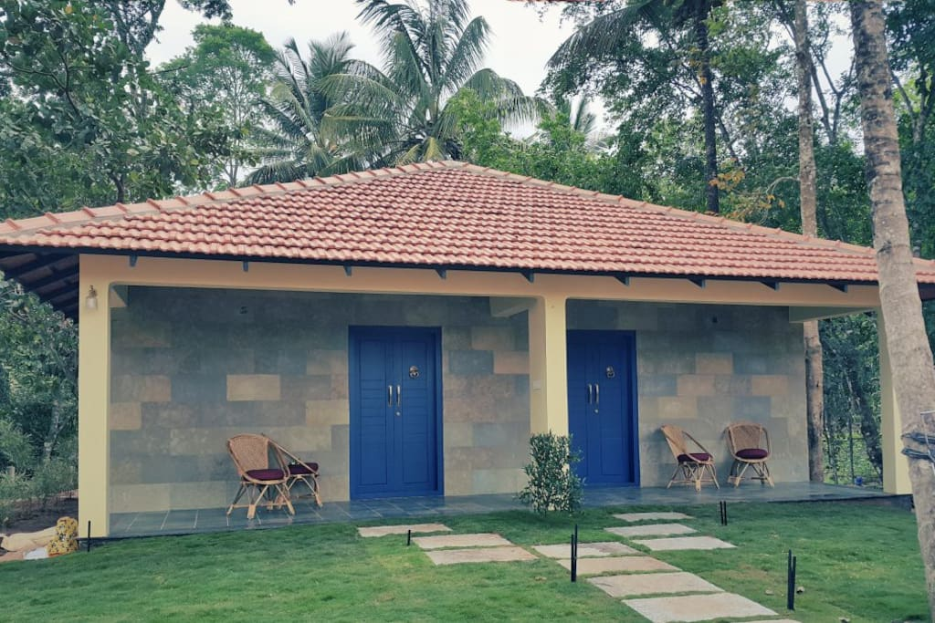 Airy and inviting, all rooms come with individual sit outs, enclosed decks, and comfy mattresses laid on vintage, king-size beds. The single level cottages with the blue doors have a lockable interconnecting door that can be opened for a big family or a group of friends.