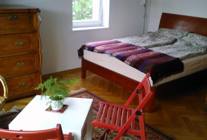Comfortable room for 3, in a quiet neighborhood.