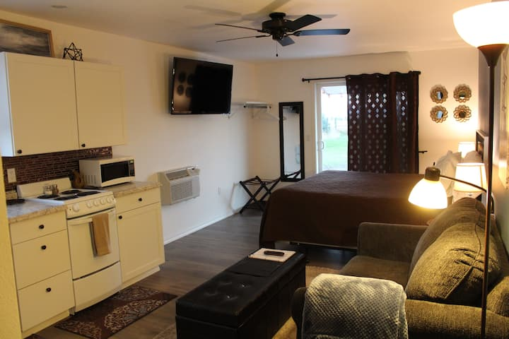 Lostine Studio w/King Bed & no extra fees