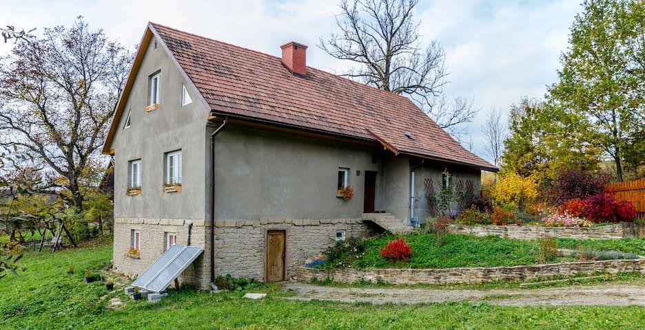 Samodzielny apartament z 2 sypialniami i salonem - Stryszów