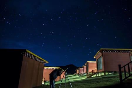 金银滩别样藏乡文化、藏式体验-「百寸投影」星空观景秘境酒店双床房