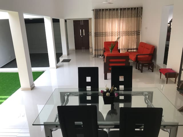 Araliya : Nugegoda 2 bedroom house