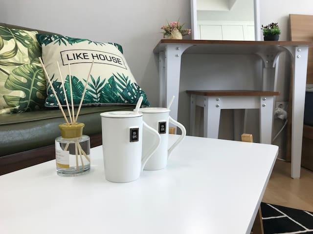 [동행 NO.02] 카페거리 내 위치한 야경 좋은 숙소!!