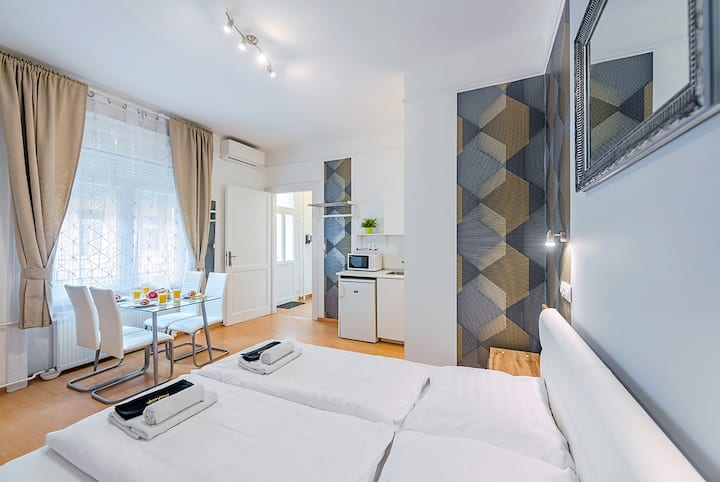 FOR LONG TERM TOO+PARKING PLACE+A/C+2ROOMS+SOHO