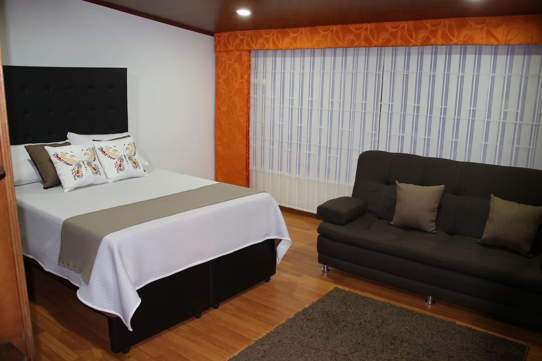 Habitación 1: Cama Doble, Cama auxiliar sencilla y Sofacama