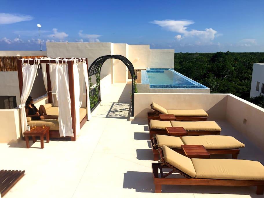 La terraza y alberca infinitum / The roof top infinitum pool