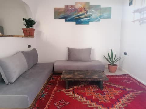 Super  bright  apartment/ possible private room