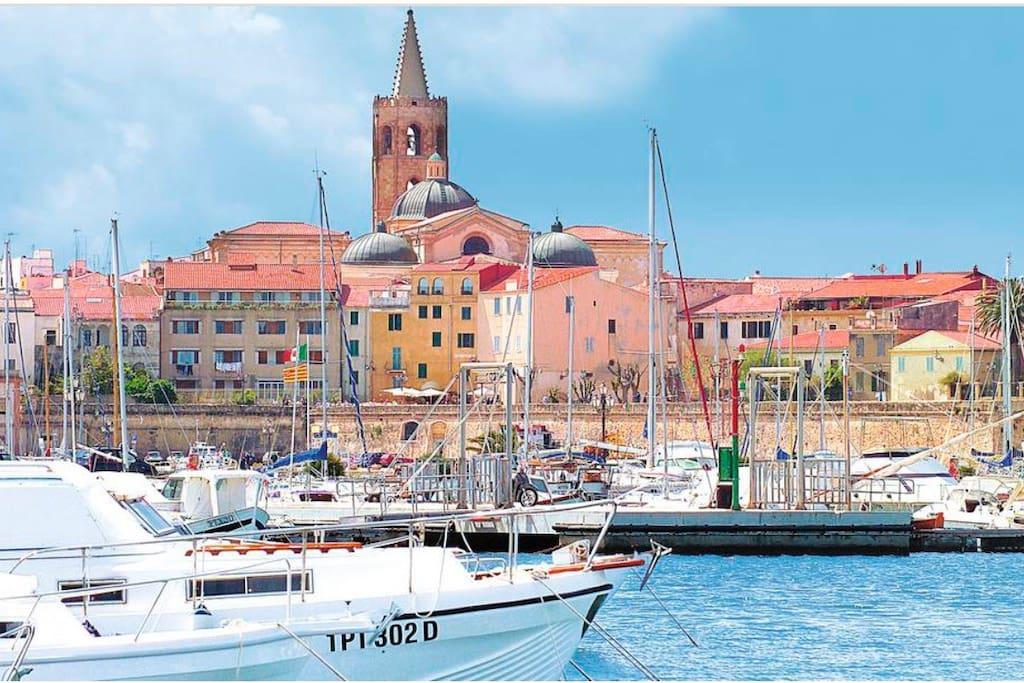 Porto di Alghero, vicino al centro storico.