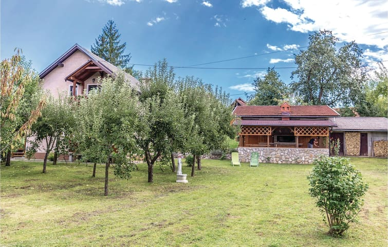 Holiday cottage with 4 bedrooms on 97 m² in Bosiljevo