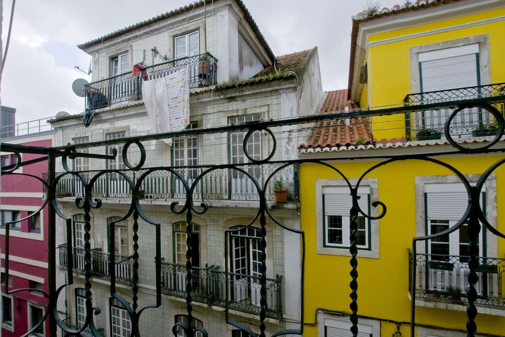 The living room boasts a traditional Lisbon balcony overlooking the street