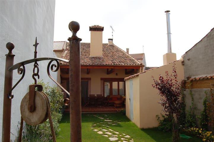 Casa Rural LOS LOBOS. Segovia, Tierra de Pinares.