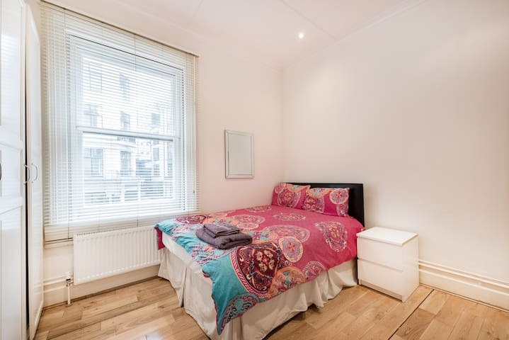 Spacious 2 bedroom apartment at Oxford Street