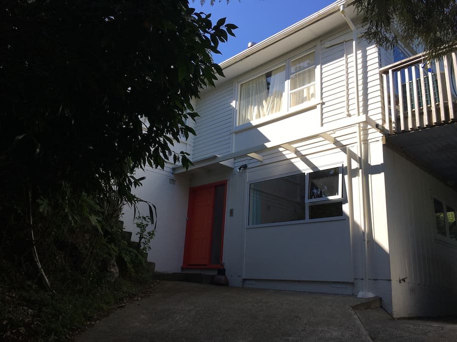 Shared entrance. We live upstairs, where you are welcome to use kitchen, laundry and trampoline.